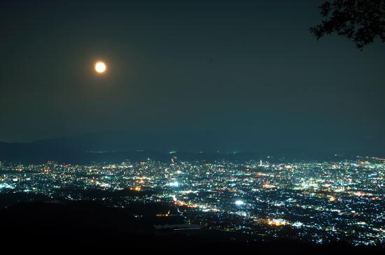 月と町 .jpg